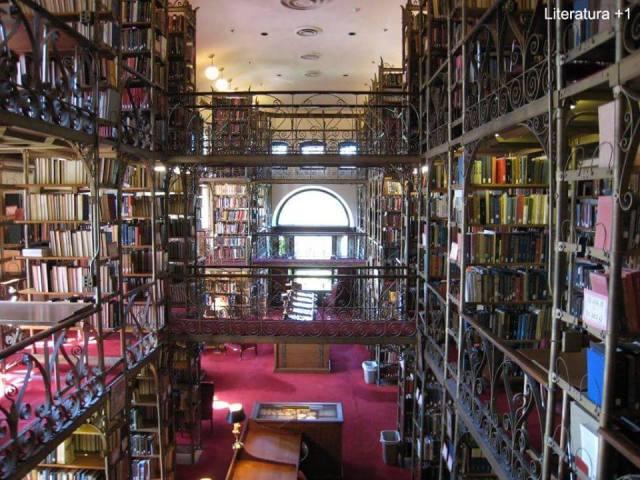 """Biblioteca """"Andrew Dickson White Library"""" en la Universidad de Cornell, en Ithaca, Nueva York."""