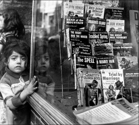 Kiosko de libros en el West End de Boston (USA) 1953.