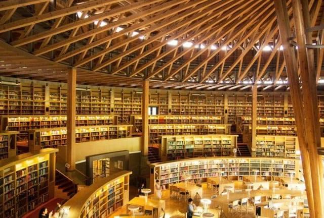 Biblioteca Nakajima Library en Akita, Japon