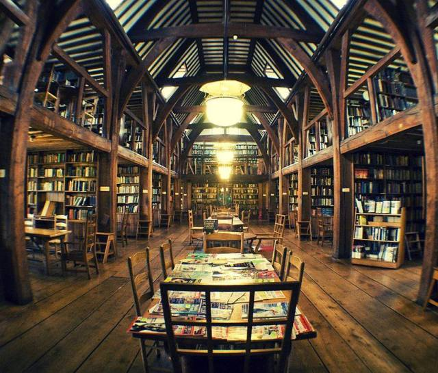 Biblioteca Bedales Memorial, en Steep, Reino Unido.