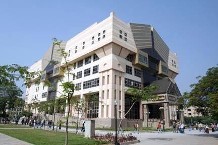 Biblioteca de la Universidad de El Cairo.