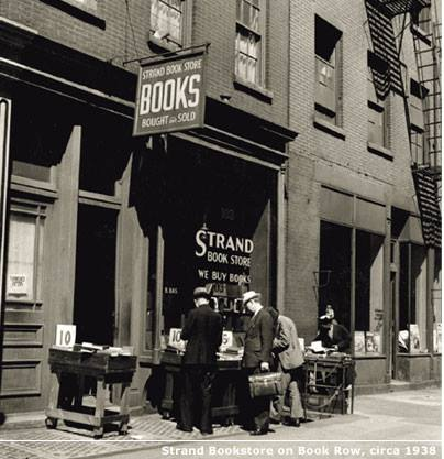 La librería Strand en 1938 cuando estaba instalada en la Book Row, New York