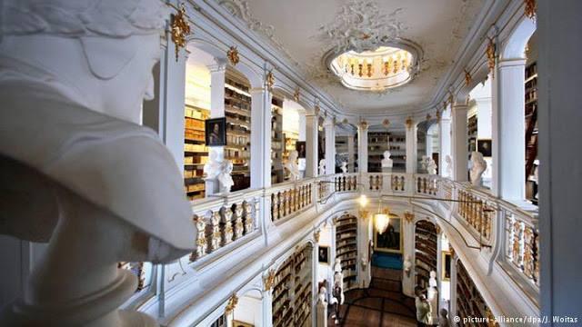 Biblioteca de la duquesa Ana Amalia