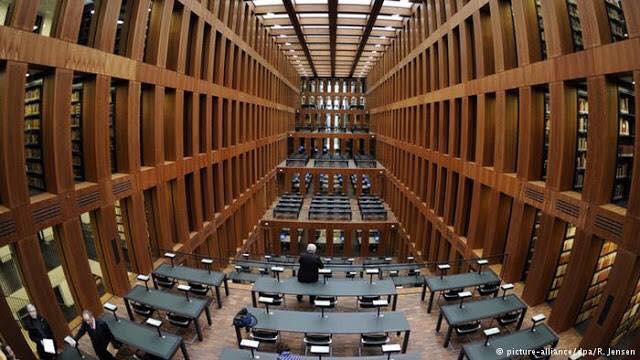 Biblioteca. Alemania-Centro Jacob y Wilhelm Grimm