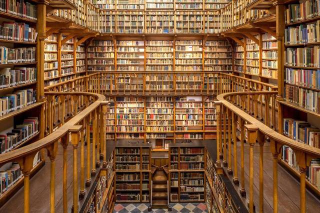 Biblioteca de La Abadía de Santa María Laach, Renania-Palatinado. Alemania. 3