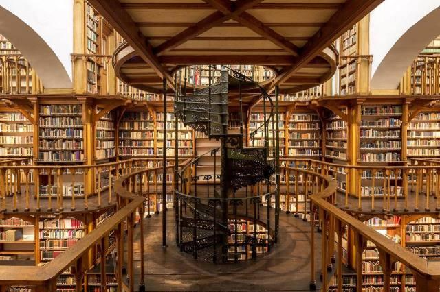 Biblioteca de La Abadía de Santa María Laach, Renania-Palatinado. Alemania. 5