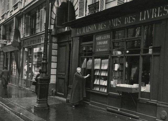 la maison des Amis des Livres, au 7 rue de l'Odéon à Paris