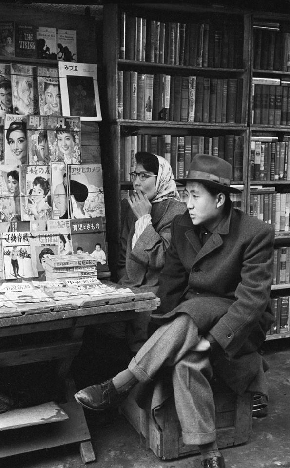 Kiosko en Seoul (1957) Foto de Han Youngsoo