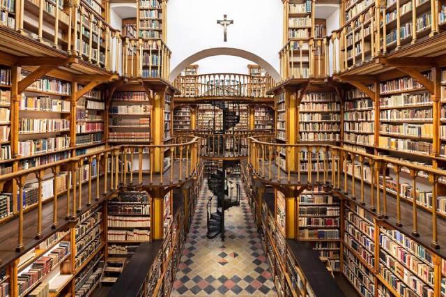 Biblioteca de la abadía benedictina de Santa María Laach, en Alemania